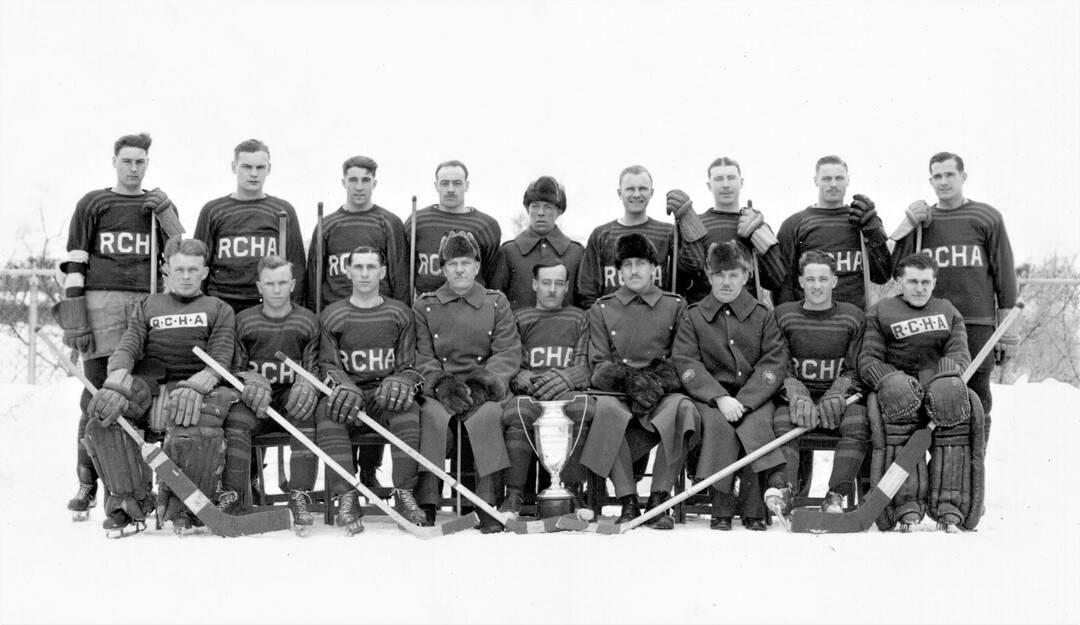 1939-RCHA-Hockey-Team-Garrison-Cup-Champions