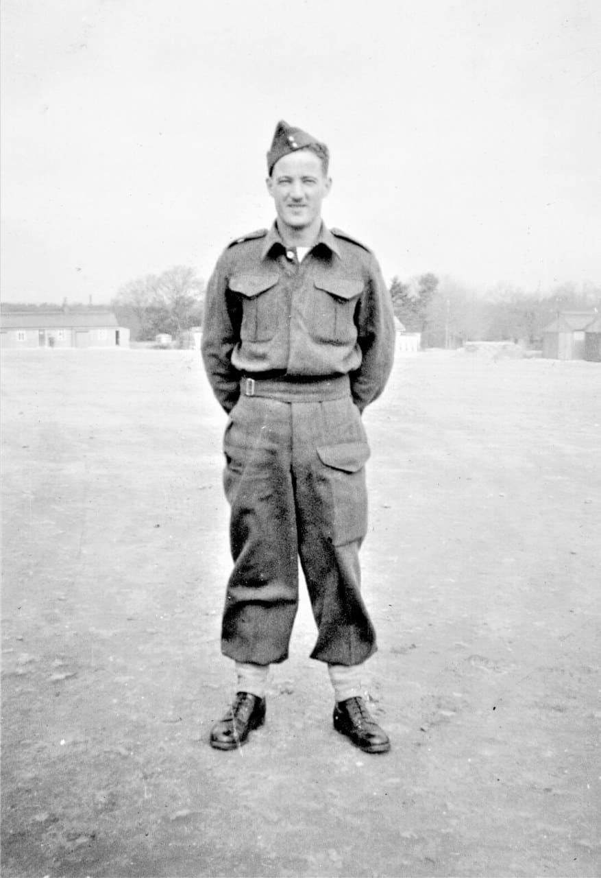 1940-England-Gunner-Orange