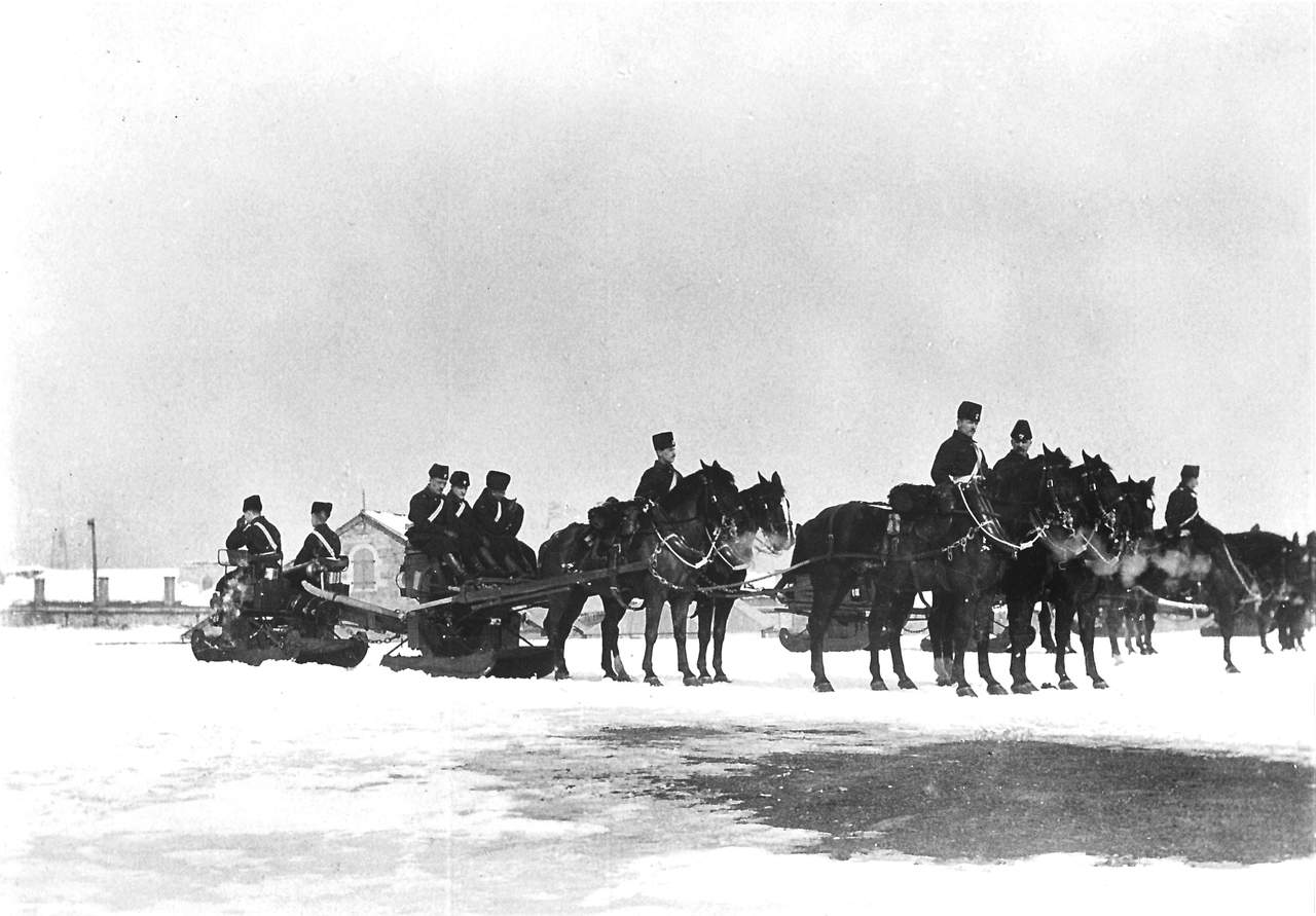 1880s-Winter-Carriage-with-9-Pounder-RML