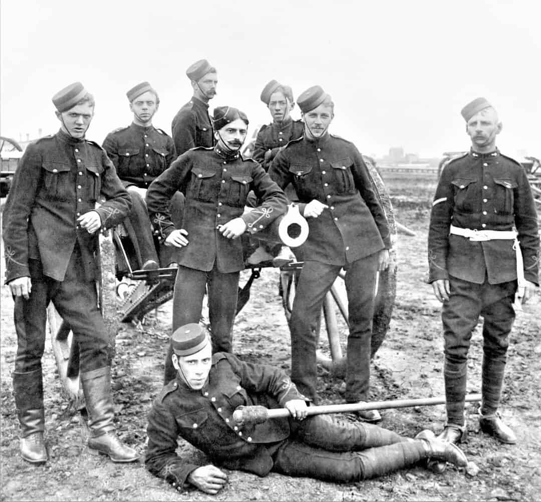1890s-Canadian-Militia-with-9-Pounder-RML