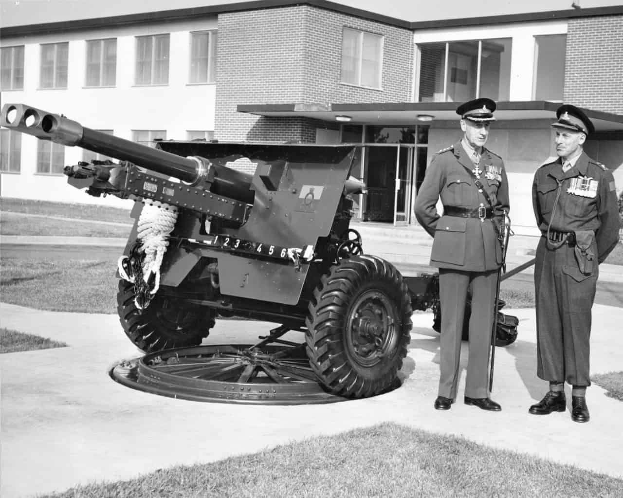 Brig-General-Todd-1962-with-25-Pounder