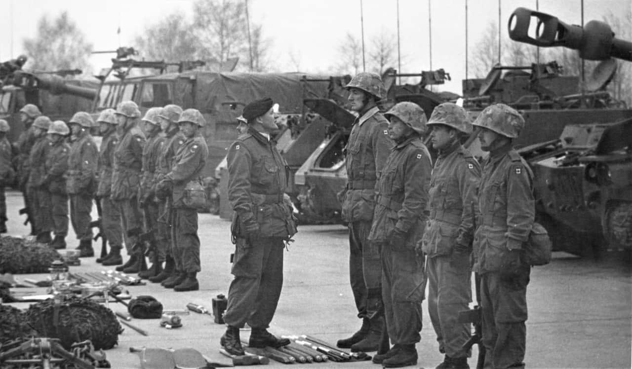 General-Belzile-inspecting-troop-in-Germany-1RCHA-1974