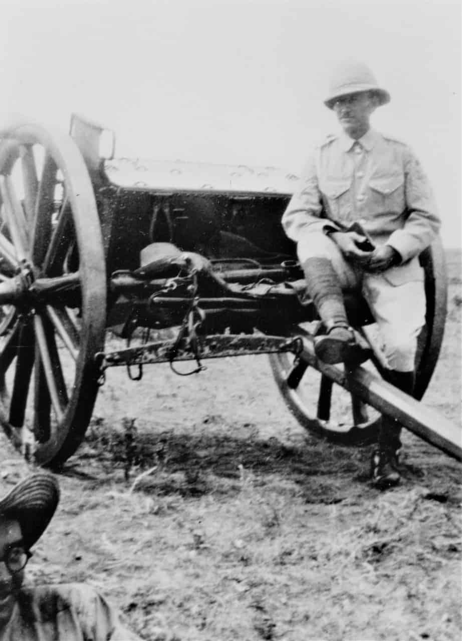 Officer-with-18-Pounder-1920s